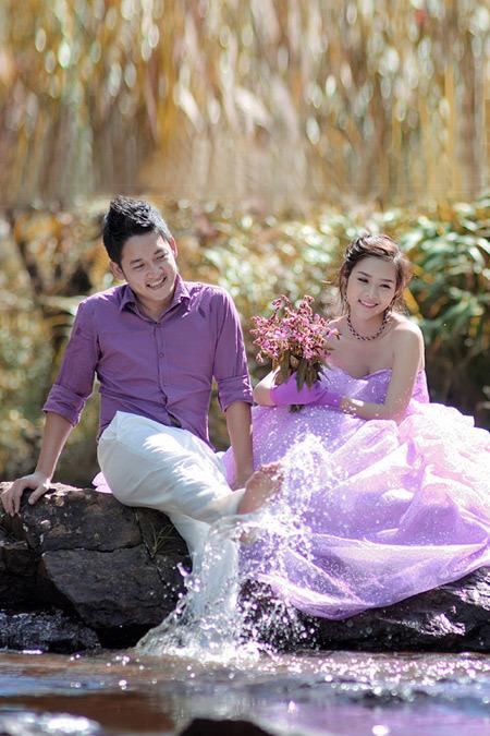 Thành Đạt và Bảo Ngọc lãng mạn với sắc tím trong bộ ảnh cưới.