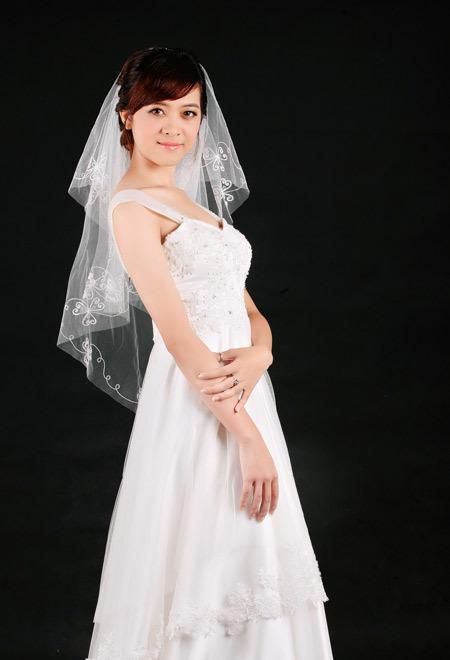 Chất liệu của váy peplum chủ yếu là ren, satin, voan, lụa...