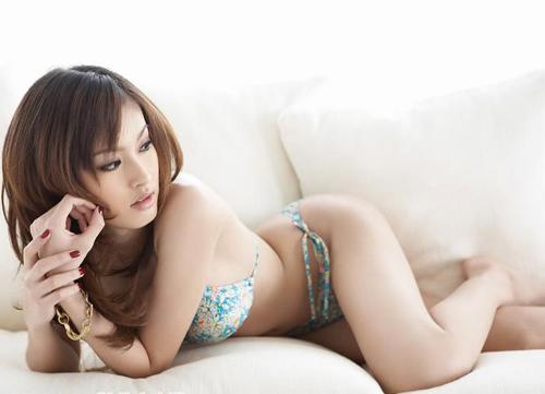 Nong Poy gợi cảm với bikini.