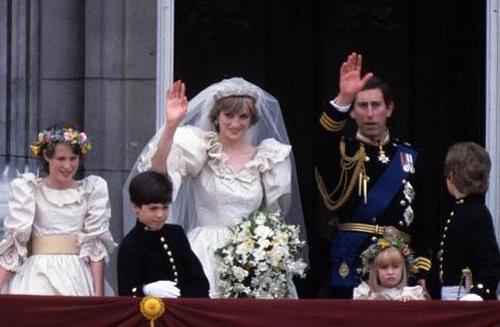 Lễ cưới của họ đẹp như trong truyện cổ tích, được dân chúng Anh háo hức đón mừng.