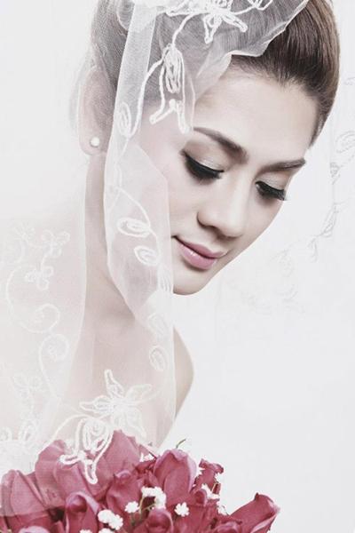 Ảnh cưới của ca sĩ chuyển giới Lâm Chí Khanh.
