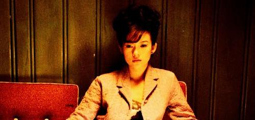 """Chương Tử Di đóng bộ phim """"2046"""" của đạo diễn Vương Gia Vệ năm 2004, trong phim, cô vào vai Bạch Linh một cô gái làm việc phòng trà."""