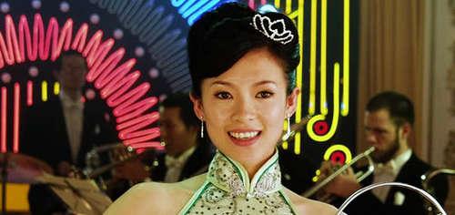 """Năm 2005, Chương Tử Di đóng """"Trà Hoa Nữ"""" trong vai một cô gái sa vào tình yêu với một ông chủ giàu có..."""