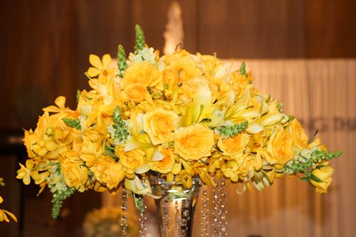 Màu vàng ít được sử dụng hơn nhưng vẫn rất sang trọng, lạ mắt.
