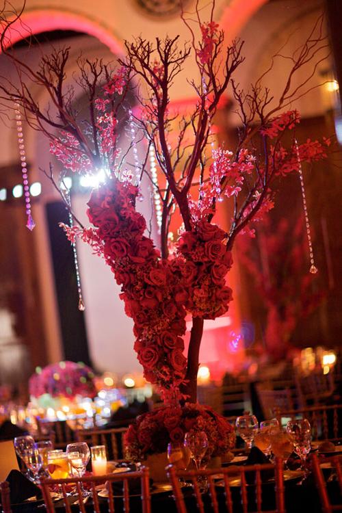 Kết hợp hoa và cành khô trong đám cưới mùa lạnh vừa mang đến nét đẹp tự nhiên, mà vẫn lộng lẫy.