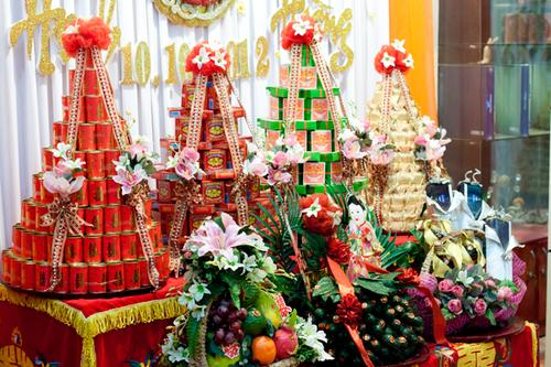 Khi sắp xếp cạnh nhau, những lễ vật này sẽ tạo nên một mâm tráp ăn hỏi đẹp, thể hiện truyền thống cưới hỏi chỉn chu trong đám cưới của người Việt.