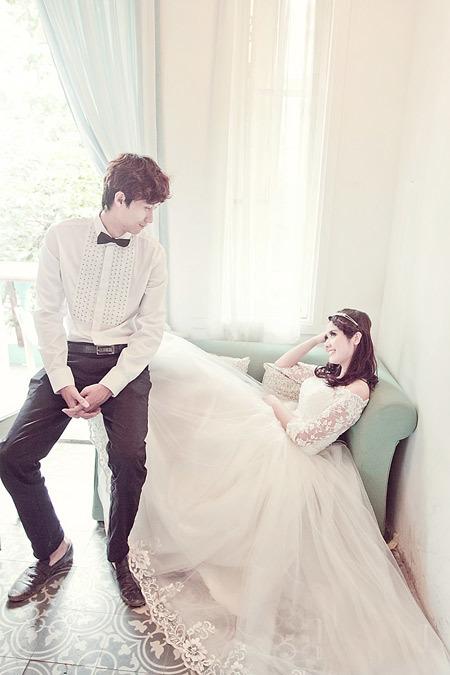 Huyền và bạn trai hào hứng khi lần đầu tiên được chụp ảnh cưới cùng nhau.