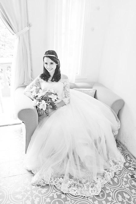 Năm nay, tông trang điểm màu nude lên ngôi và được nhiều cô dâu yêu thích. Nét đẹp duyên dáng của cô dâu được giữ nguyên, không những thế, khi kết hợp cùng váy dáng công chúa còn đem lại sự trẻ trung, nhí nhảnh.