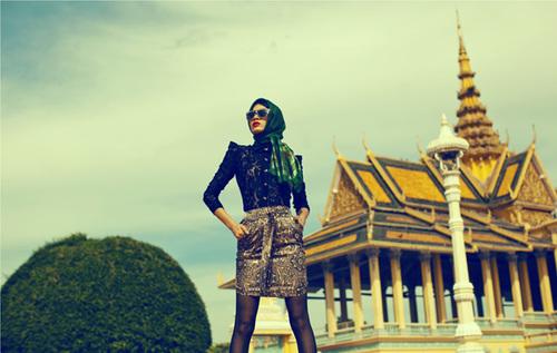 Nhân chuyến đi Campuchia làm từ thiện, Trang Trần và ê kíp thực hiện bộ ảnh thời trang mới.