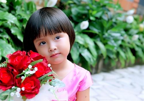 Bé Susu tên thật là Ngô Nguyễn Trúc Mai. Bé 5 tuổi. Bé thích nhảy, chơi game trên máy tính, thích biển và thích đi chơi với ông bà ngoại.
