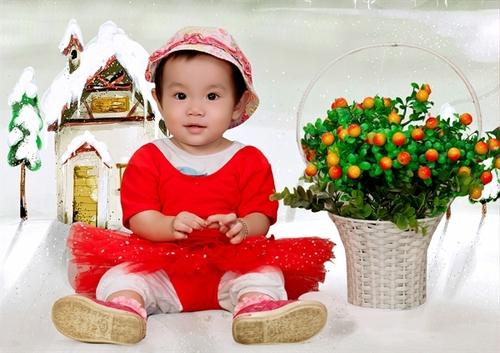Bé tên Đào Ngọc Phương Trang. Ở nhà mọi người gọi bé là Susu. Bé sinh ngày 30/12/2010. Bộ ảnh này được chụp nhân dịp sinh nhật bé tròn 1 tuổi, bé rất hiếu động, đáng yêu.