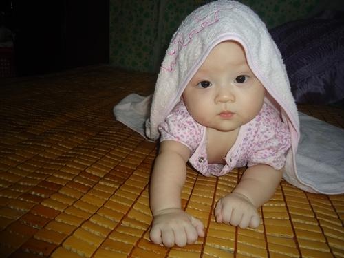Bé Trần Nguyễn Thảo Linh sinh ngày 6/3/2012. Bé rất hay cười để khoe hai má lúm đồng tiền xinh xinh. Ở nhà bố mẹ thường gọi bé là Susu. Bé thích nhất là được người khác nhìn bé để bé cười mãi thôi.