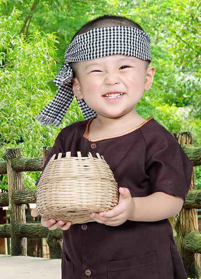 Tên bé: Bùi Bảo Huy - nickname: Susu, sinh ngày 28/8/2010, sở thích: thích chơi ôtô và đi siêu thị cùng ba, mẹ.