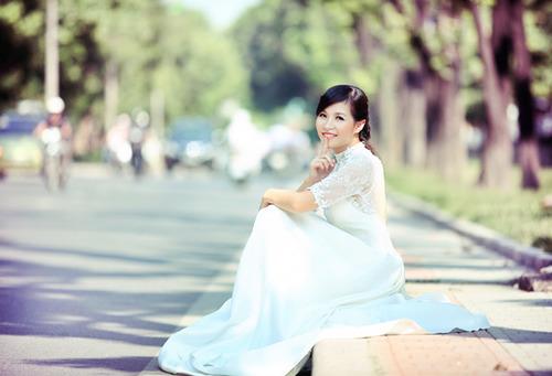 Áo cưới có tay ren sẽ giữ ấm cho cô dâu trong đám cưới mùa thu và đông.