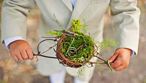 Tổ chim xinh xắn đựng nhẫn cưới
