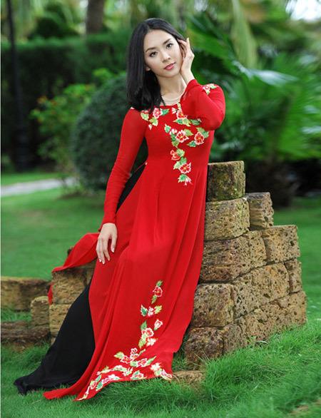 Màu nổi bật phù hợp với cô dâu có vóc dáng gầy. Ảnh: Lý Võ Phú Hưng.