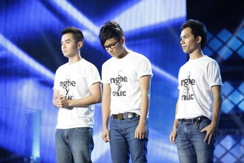 Tối 12/10, đêm công bố kết quả gala đầu tiên của chương trình Vietnam Idol diễn ra khá 'gay cấn'. Ba chàng trai Hồng Phước, Anh Quân và Ya Suy là những người được MC Huy Khánh gọi tên đầu tiên.