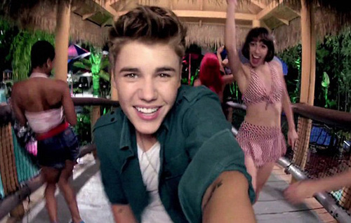 """Justin Bieber trong MV """"Beauty and a Beat""""."""