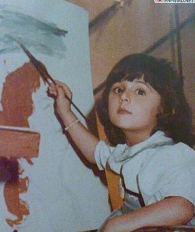 Một trong những công chúa nhỏ của Dubai khoe vẻ đẹp ngộ nghĩnh khi vẽ tranh.