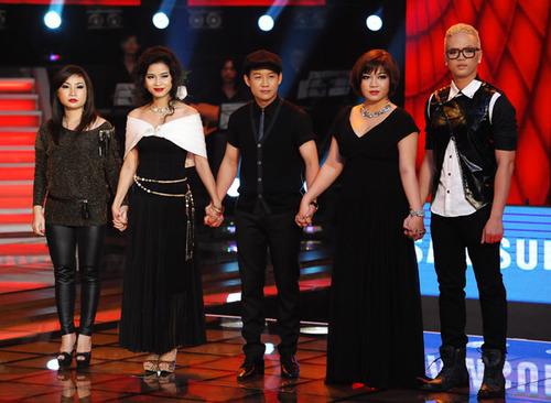 Còn lại 5 thí sinh hồi hộp nghe huấn luyện viên Đàm Vĩnh Hưng đưa ra quyết định chọn hai người.