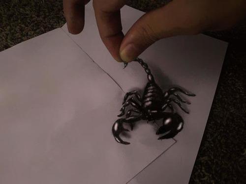 Những chủ đề mà các họa sỹ hay lựa chọn để thực hiện thường khá kỳ quái và ghê rợn như ma, rắn, rết, & nhưng đôi khi họ cũng chọn những hình ảnh dễ thương như những con ong hay hình ảnh hai người đang kéo một& ngọn nến.