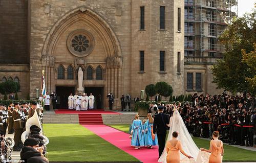 Nghi thức cưới diễn ra tại nhà thờ trung tâm của công quốc Luxembourg.