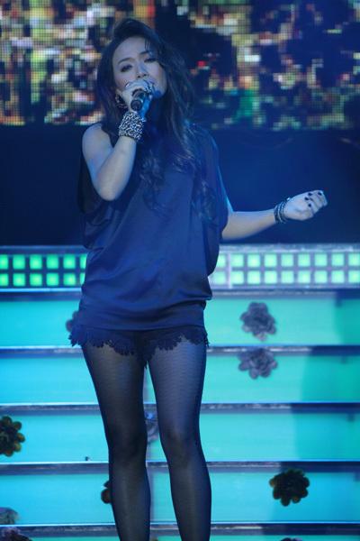 Tinna Tình trình diễn 'Tình yêu cuối cùng' nằm trong album vừa phát hành.