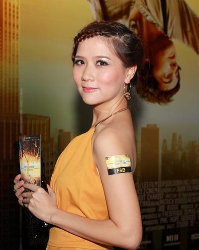 Ca sĩ Ngô Trác Linh điệu đà với tóc tết.