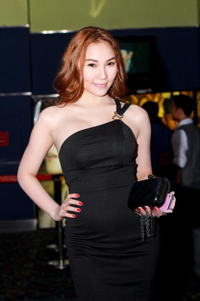 """Tối qua (25/10), Quỳnh Thư dù đi xem phim """"Upside down'"""