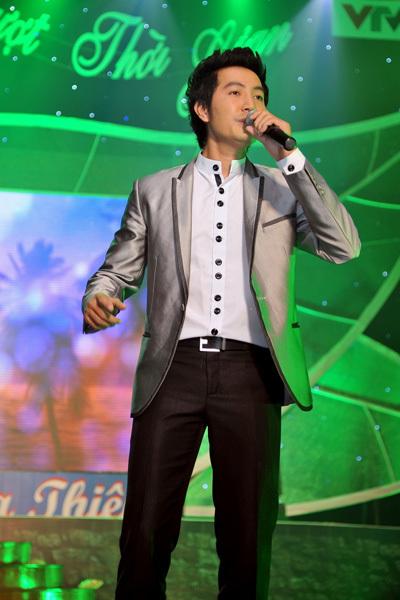 Nguyễn Phi Hùng trình bày 'Tình' của nhạc sĩ Y Vân.