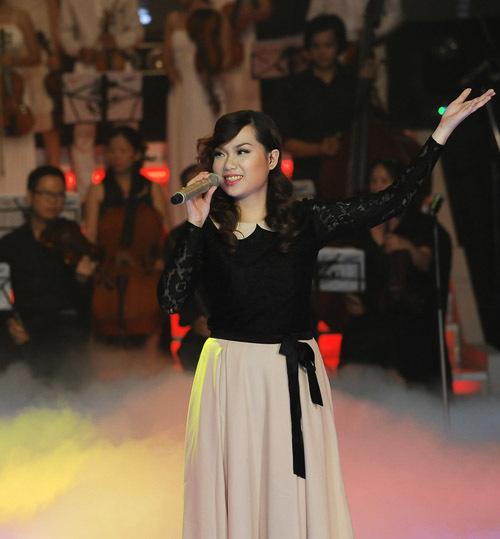 2. Nguyễn Thùy Linh (đội Trần Lập) là người hát thứ hai với Close to you. Cô thể hiện khá nhẹ nhàng, lãng mạn và nhiều cảm xúc. Tuy nhiên, phần trình diễn của Thùy Linh từ đầu đến cuối khá đều, không tạo được cao trào.