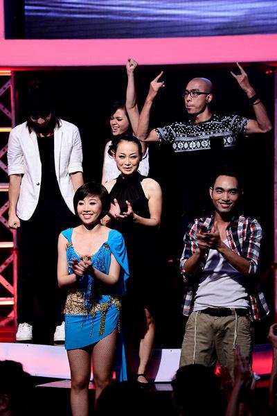 Trước đó, 6 gương mặt lọt vào vòng nguy hiểm được MC công bố gồm: Tư Duy - Huỳnh Mến, Thúy Hằng - Toàn Trung, Thảo Uyên - Xuân Chiến.