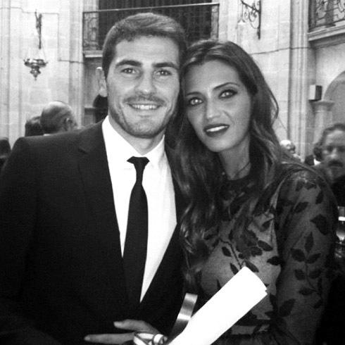 Casillas rạng ngời hạnh phúc bên bạn gái tại buổi lễ trao giải.