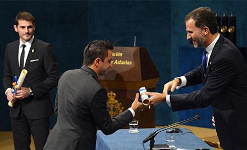 Đồng đội của Casillas ở tuyển Tây Ban Nha Xavi cũng được nhận giải.