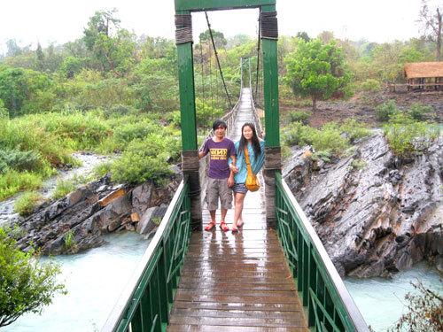 Cầu treo bắc qua sông Sêrêpok.
