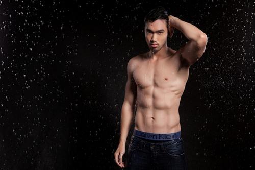 Người mẫu Quang Huân sẽ tham dự Manhunt International 2012 tại Thái Lan từ ngày 1/11.