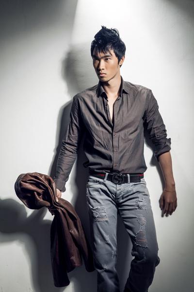 Anh là kiến trúc sư và từng đoạt giải 4 Siêu mẫu Việt Nam 2009.