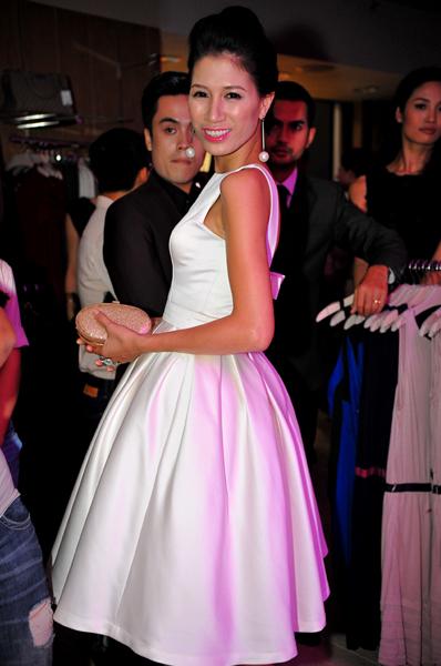 Nếu phần hồng, đùi to... bạn nên diện váy xòe như của người mẫu Trang Trần để' xóa bỏ' nhược điểm.