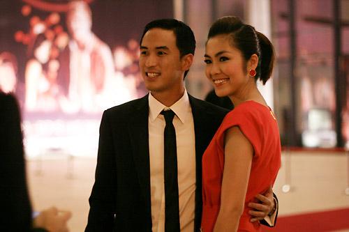 Tối 6/10/2010, Louis cùng Tăng Thanh Hà đến xem đêm nghệ thuật tại trung tâm hội nghị quốc gia Hà Nội. Một số phóng viên nghi ngờ anh là bạn trai cô.