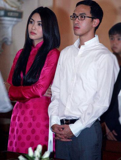 Sau đó không lâu, vào khoảng tháng 1/2010, Louis 'hộ tống' Hà Tăng đi đám cưới bạn thân của cô - diễn viên Kim Hiền.