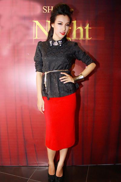 Tối 31/10, đêm thời trang 'Mysterious' tại TP HCM quy tụ khá nhiều hot girl Sài thành. Nổi bật trong số đó là Hoàng Oanh, cô gái từng đạt giải 'Gương mặt khả ái' tại cuộc thi Miss Sport 2012.
