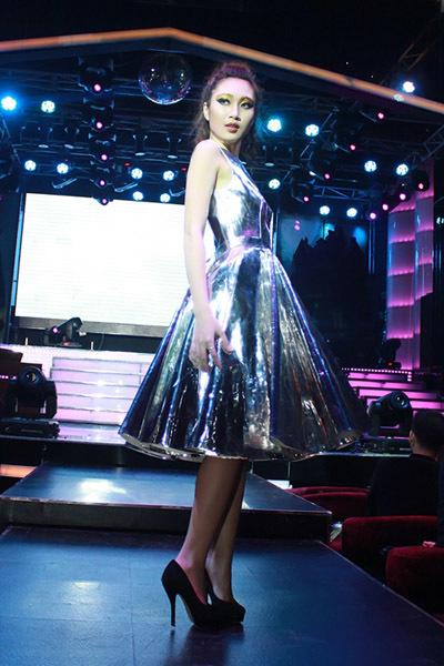 Hải Quyên từng lọt vào top 5 Miss Ngôi Sao 2012. Cô là MC nên sở hữu giọng nói rất cuốn hút.