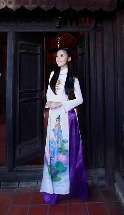 Từ khi lấy chồng và chuyển vào Sài Gòn sinh sống, Lê Nhã Uyên vẫn giữ được tính cách kín đáo, nhẹ nhàng của người con gái gốc Huế. Cô sống khép kín, ít khi tâm sự chuyện riêng với công chúng.