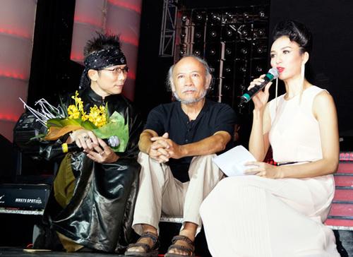 Đêm nhạc được dẫn dắt bởi Hoa hậu Ngọc Diễm. Nhà văn - nhà thơ Lưu Trọng Văn cũng có mặt và chia sẻ những kỷ niệm của ông về ca sĩ Jimmii Nguyễn, về lý do ông đặt nghệ danh cho anh là Việt Nguyễn.