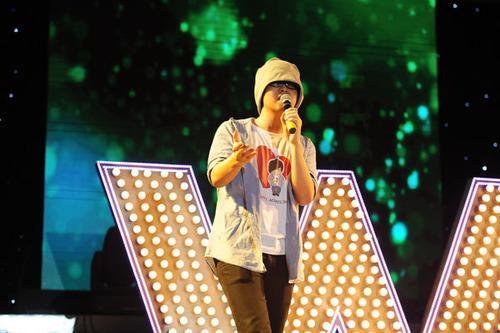 Wanbi hát ca khúc chủ đề do chính anh sáng tác để bày tỏ lòng biết ơn đối với các đồng nghiệp và khán giả.