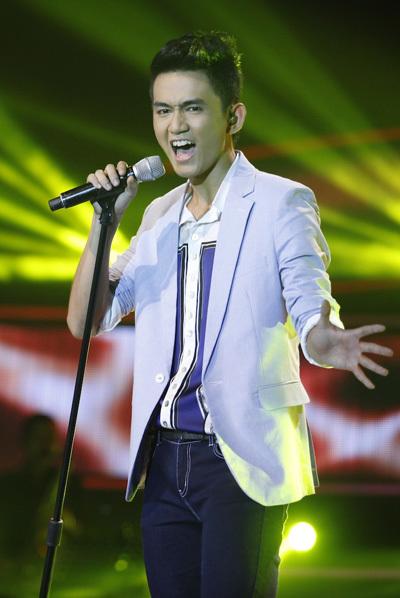 Vận động viên wushu Thanh Tùng cũng có cuộc 'lột xác' khá ngoạn mục với 'Feeling good'. Lối biểu diễn vừa thư sinh, lại vừa có chút lãng tử của anh khiến các fan nữ 'phát cuồng'.