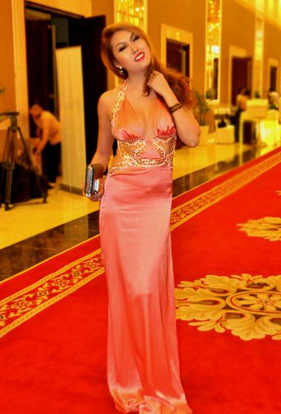 Tối 3/11, Phi Thanh Vân xuất hiện tại một sự kiện ra mắt thương hiệu mỹ phẩm tại TP HCM.