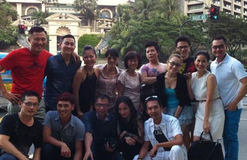 Trưa 4/11, trên trang cá nhân một số người bạn của Tăng Thanh Hà đã xuất hiện một số hình ảnh về đám cưới của cô ở Philippines.