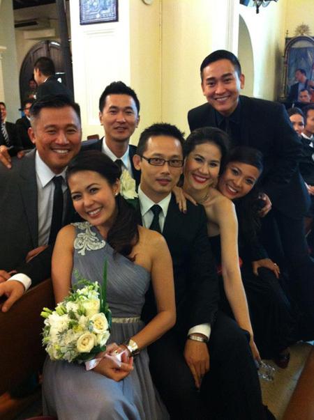 Một số bạn bè thân thiết của nữ diễn viên từ Việt Nam sang mừng đám cưới như: diễn viên Quốc Cường, Hứa Vĩ Văn, Thân Thúy Hà, MC Việt Hà...