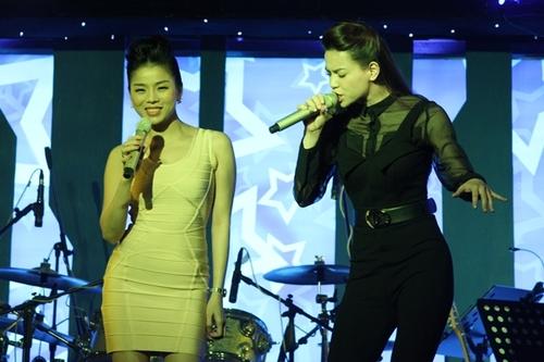 Góp mặt trong chương trình, Lệ Quyên và Hồ Ngọc Hà đều hát hết mình.